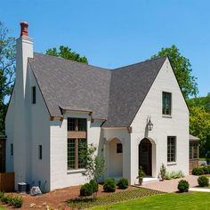 Since we still haven't nailed down a color combination for the exterior of the new house, I'm looking for painted brick inspo anytime I have a free moment. In my latest search, I came across this beautiful home by And I can't believe I Style At Home, Painted Brick Exteriors, Valensole, Building A Porch, Dream House Exterior, French Cottage, House Goals, Home Fashion, My Dream Home