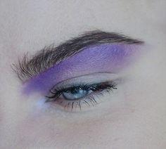 purple eye make up Kiss Makeup, Makeup Art, Makeup Eyeshadow, Eyeliner, Hair Makeup, Pastel Makeup, Purple Makeup, Colorful Makeup, Makeup Inspo