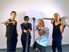 Spyair-They used to hold street lives in Nagoya fairly often, which is where they sold their music. The name SPYAIR was determined in one shot by the members, which came from the word spyware, a type of computer virus.