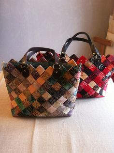 TUTORIEL POCHON TISSE - PATCHWORK EN ARTOIS Woven Fabric, Fabric Weaving, Couture Bags, Patchwork Bags, Loom Knitting, Louis Vuitton Speedy Bag, Textile Art, Baby Items, Diy And Crafts