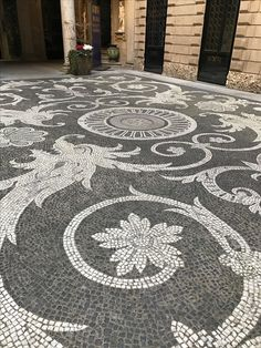 Small Garden Landscaping use alternate paving materials to create a labyrinth Pebble Mosaic, Stone Mosaic, Mosaic Art, Mosaic Glass, Mosaics, Garden Paving, Garden Paths, Garden Art, Garden Design