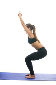 Хотите лёгкости в ногах и энергию в теле - Поза Стула вам поможет!