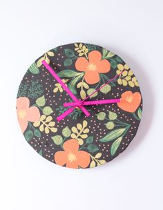 DIY Upcycled Wrapping Paper Clock   http://hellonatural.co/diy-wrapping-paper-clock/