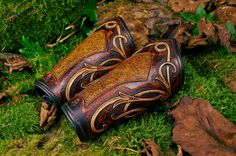 Les Cuirs de Belfeuil. Bracers that confer skill /experience upon the wearer