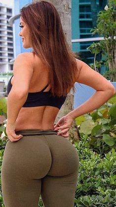 4 Best Stretching Exercises for Better Flexibility Yoga Pants Girls, Girls In Leggings, Tight Leggings, Leggings Are Not Pants, Best Stretching Exercises, Sexy Makeup, Healthy Women, Healthy Foods, Tights Outfit
