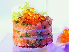 Tatrák z lososa s kaviárem. Eat Smarter, Fish And Seafood, Caviar, Pudding, Meat, Desserts, Party, Fish, Easy Meals