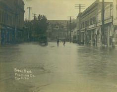 Pendleton, Oregon, May 30th, 1906.  Umatilla River floods Main Street.