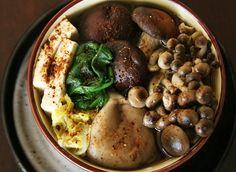 mushroomhotpohttp://savorysweetlife.com/2009/11/mushroom-hot-pot-recipe-kinoko-nabe/t2