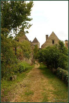Saint geniès, Dordogne: le petit chemin... by michaudier, via Flickr