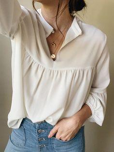Boho blouse & delicate necklaces - - Boho blouse & delicate necklaces My Style – Lilly & Grant Lilly & Grant – Boho Bluse & zarte Halsketten Look Fashion, Korean Fashion, Fashion Outfits, Womens Fashion, Cheap Fashion, Fashion Blouses, Fashion Ideas, Boho Bluse, Boho Mode