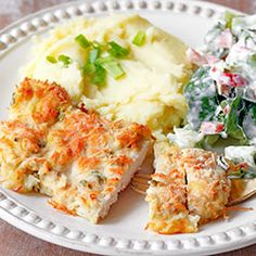 Chicken fillets baked in mustard and grated cheese - - Easter Dishes, Cooking Recipes, Healthy Recipes, Free Recipes, Seafood Dinner, Special Recipes, Food Design, My Favorite Food, Favorite Recipes