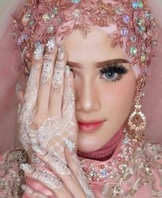 19 Trendy Indian Wedding Makeup Bridal Looks Make Up Diy Wedding Makeup, Indian Wedding Makeup, Bridal Makeup Looks, Wedding Beauty, Bridal Looks, Indian Bridal, Diy Makeup, Muslim Wedding Gown, Muslimah Wedding Dress