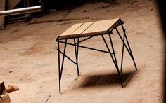 O banco da coleção Vergalho, também da Fetiche, é produzido com barras de vergalhão (material usado em construções) e toras de madeira