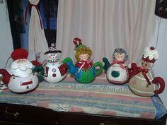 cafeteras navideñas en paño lency - Buscar con Google Snowman Crafts, Christmas Crafts, Christmas Ornaments, Arts And Crafts, Diy Crafts, Christmas Art, Wool Felt, Tea Pots, Dolls