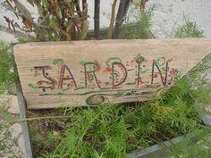 bois flotte pancarte de direction jardin