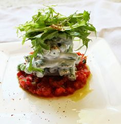 The French Laundry Recipe: Salad of Hericot Verts, Tomato Tartare, and Chive Oil Recipes Appetizers And Snacks, Gourmet Recipes, Vegetarian Recipes, Cooking Recipes, Healthy Recipes, Veggie Recipes, Dinner Party Menu, Dinner Party Recipes, Dinner Parties