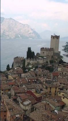 The beautiful Malcesine Castle overlooking Lake Garda in Italy. Lake Garda is one of Italy's hidden gems with so many cool towns to visit. One of the largest lakes in Italy and a must visit. Verona Italy, Sicily Italy, Puglia Italy, Venice Italy, Places To Travel, Places To Go, Travel Destinations, Lake Garda Wedding, Lake Garda Italy