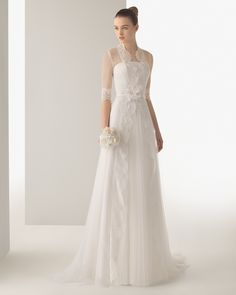 Long silky tulle and beaded lace wedding dress with brooch. Soft by Rosa Clará 2015 Collection