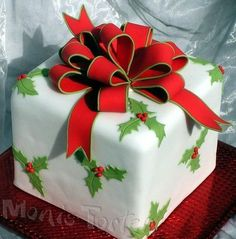 Christmas packet cake - Dummie cake for a christmas exhibition of many crafting people: painting, to do pottery, patchwork, to arrange flowers. Christmas Cake Designs, Christmas Cake Decorations, Christmas Cupcakes, Christmas Sweets, Holiday Cakes, Noel Christmas, Christmas Goodies, Christmas Baking, Beautiful Cakes