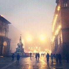 Nebbia in Piazza Maggiore, Bologna  - Instagram by @rodolfodue