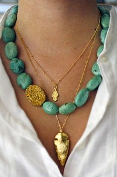 small gold hamsa necklace, chunky Turquoise turquoise, layered gold {maybe a tusk? Jewelry Trends, Jewelry Accessories, Fashion Accessories, Jewelry Design, Fashion Jewelry, Big Jewelry, Diy Fashion, Style Fashion, Fashion Dresses
