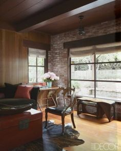 Designer Steven Volpe was never in the market for a rustic retreat, but then his business partner made him an offer he couldn't refuse Wood Valance, Modern Rustic Homes, Interior Design Work, Western Union, Cabins In The Woods, Rustic Industrial, Apartment Interior, Elle Decor, Window Treatments