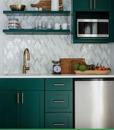 How to Decorate Your Kitchen Effortless? Find other ideas: Kitchen Countertops Remodeling On A Budget Small Kitchen Remodeling Layout Ideas DIY White Kitchen Remodeling Paint Kitchen Remodeling Before And After Farmhouse Kitchen Remodeling With Island Country Kitchen, New Kitchen, Kitchen Dining, Kitchen Decor, Brass Kitchen, Awesome Kitchen, Art Deco Kitchen, Kitchen Small, Dark Green Kitchen