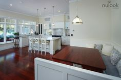 We give tips to those who want to make changes in their kitchen. The dominance of the white kitchen in the 2019 kitchen decoration trends is now coming to an end. Cream And White Kitchen, Kitchen Cabinets Grey And White, Grey Granite Countertops, Kitchen Colour Schemes, Floor Colors, Floor Decor, Floor Design, Kitchen Flooring, Kitchen Decor