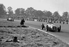 "Luigi Villoresi vainqueur, devant Alberto Ascari (Maserati 4CLT-48) Grand Prix de Grande Bretagne - Silverstone ""Hors championnat"" 1948 - (PH.Espn) - source UK Racing History."