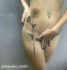 O tempo passou, Tudo se curou, Um velho amor, Uma velha dor, Cicatrizes e retratos, Tristezas e infartos O tempo passou levou tudo com ele.  Querendo uma tattoo exclusiva? New school, comic ou full color? Entre em contato, venha fazer uma visita ao estúdio e agende o seu horário.  #roots #rootstattoo_oficial #tattoo #tatuagem #girassol #sunflower #family #familia #sketch #sketchtattoo #lines #tattoomagazin #tattoo2me #drawing2me #tguest #tattrx #saopaulo #riopreto #tatuagensfemininas…