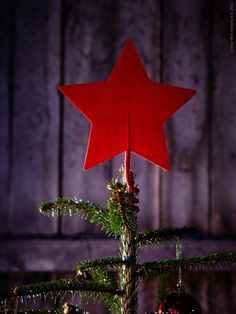 quick DIY tree topper: pipe cleaner and felt