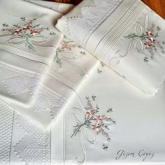 Lace Patterns, Embroidery Patterns, Machine Embroidery, Brazilian Embroidery Stitches, Ribbon Embroidery, Bed Linen Sets, Heirloom Sewing, Hand Designs, Embroidery Techniques
