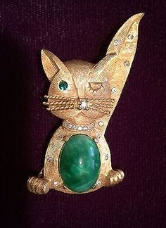 Vintage Weiss Winking Cat Brooch Signed Gold Tone Jelly Belly Green Cabochon.