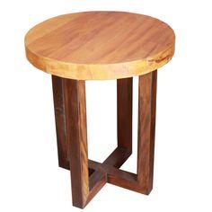 A mesa lateral redonda pode ter várias funções, ficando ao lado da cama fazendo papel de criado mudo, na sala de estar e em muitos outros lugares. Possui uma leveza sem igual, facilitando o seu transporte para qualquer ambiente.