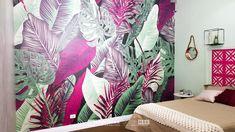 """Assista ao oitavo episódio da série """"PROJETO CRIATIVO""""! A Imprimax forneceu espaço e materiais para que arquitetos e designers de interiores esbanjassem toda a sua criatividade, mostrando as possibilidades da utilização de vinis autoadesivos na decoração de ambientes. Confira agora o resultado incrível e conceitual que a design de interiores Gabriela Dutra criou. Designers, Curtains, Shower, Home Decor, Vinyls, Architects, Creative, Decorating Ideas, Creativity"""