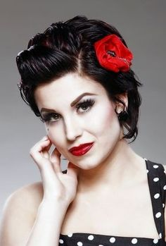 Retro Hairstyles Short Pin-Up Hairstyles - 11 Elegant Pin Up Hairstyles Cabelo Pin Up, Peinados Pin Up, Retro Hairstyles, Girl Hairstyles, Wedding Hairstyles, Hairstyles 2018, Elegant Hairstyles, Classic Hairstyles, Rockabilly Mode