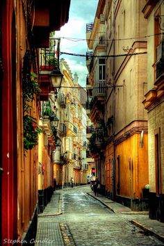 Cádiz, Andalucía, España - Love the small streets and how it all are decorated…