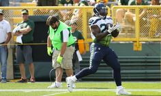 """Eddie Lacy tired of hearing about his weight = Former Green Bay Packers and current Seattle Seahawks running back Eddie Lacy is tired of people scrutinizing his weight, he told Kevin Van Valkenburg in an interview for ESPN The Magazine. """"I could....."""