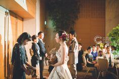 たくさんの人のいろんな気持ちが詰まってるご結婚式。そんなご結婚式のクライマックスはやっぱり一番感動しますね。大切な方へぜひ普段伝えられないお気持ちを伝えてみてください☺︎ロケーションフォト#前撮り#フォトウェディングのご予約受付中です☺︎ 人気の#和装前撮りもご予約可能* *  #