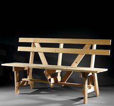 """Ce meuble fait partie de l'ensemble Autoprogettazione dessiné par Enzo Mari en 1974. Cet exemplaire unique a été réalisé par l'artiste en 2007 . Signé et daté """"Enzo Mari 2007 (1974)""""   Hauteur : 85 Largeur : 160 Profondeur : 57,50 cm"""