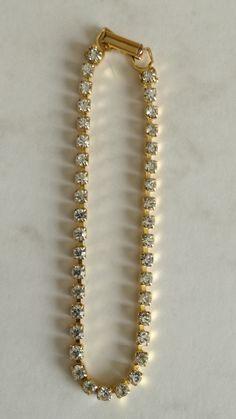38 Stone Diamantè Bracelet Not carat cold/No Markings Dimensions +/- :  18cm  Lenght x  0,4cm     Weight +/- :  4 g total