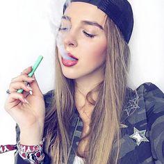 Weekend love #weloveit #vitastiklafayette #styleinspo | ✖️✖️✖️| w/ @nana.ks #stunning #vitagirl #beautiful #smokingcanbesexy #iamgoodgirl #healthy #vitamins #sexylips