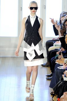 I love Julien Macdonald! The texture, the look, the put-togetherness is just absolutely excellent! Julien MacDonald Spring 2012.