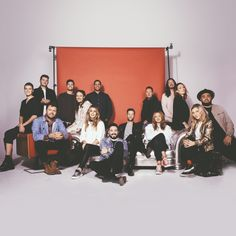 Oceans (where feet may fail) - Hillsong UNITED - Adore Dieu Hillsong United, Group Photo Poses, Picture Poses, Corporate Portrait, Business Portrait, Worship Leader, Worship Songs, Prayer Images, Large Family Photos