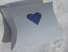 blaue Schachtel aus handgeschöpftem Papier