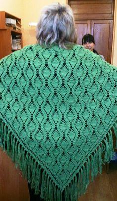 Теплая шаль Crochet Chart, Free Crochet, Crochet Patterns, Knitted Shawls, Sewing Techniques, Shawls And Wraps, Hand Knitting, Stitch, Crocheting