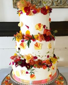 Today's wedding cake.... #weddingcake #floralcake #buttercreamcake #mlctcakes   @edible_flowers