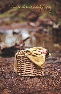 outdoor newborn photo ideas