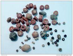 LOT DE 70 PERLES ANTIQUES ; NOMADES, EGYPTIENNES ; ROMAINES.. / LOT OF 70 ANTIQUE NUMID, EGYPTIAN & ROMAN BEADS...