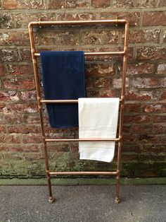 Copper Towel Ladder by TheMagpiesCabinet on Etsy Copper Interior, Boat Interior, Interior Design, Towel Rack Pool, Towel Rail, Pool Shed, Towel Radiator, Modern Toilet, Plumbing Problems